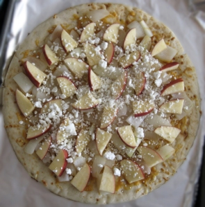 "Curry Apple Onion Goat Cheese ""Pizza"""